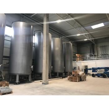 Werksneue Behälter aus Stahl zur Lagerung von Flüssigkeiten