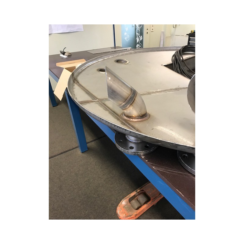Edelstahlbehälter mit Rührwerk und schaumhemmenden Bogen